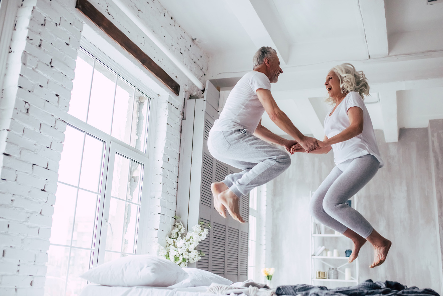jumping-man-and-women